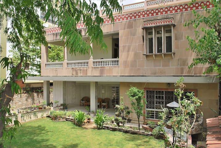 Tara Niwas Guesthouse