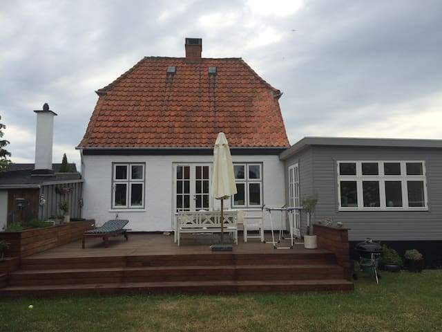 Charming house in a quiet green area close to CPH - Kastrup - Villa