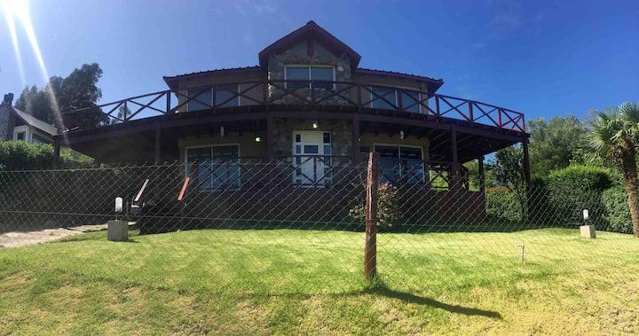 Cabaña con excelente vista a la sierra y al golf
