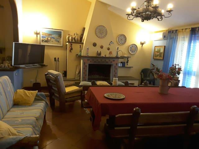 Mansarda arredata e climatizzata - Piedimonte Etneo - Casa