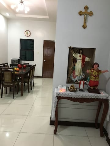3 storey townhouse 3BR 2rooms w aircon