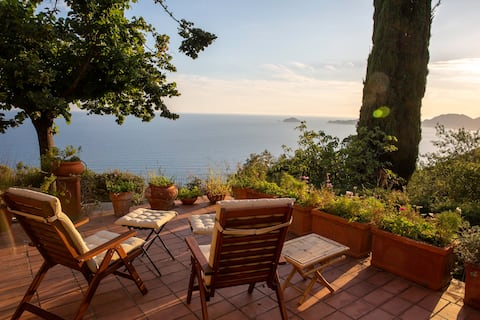 House & Garden, stunning sea views Gulf of Poets