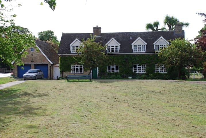 May Tree House, Wicken - Wicken - Bed & Breakfast