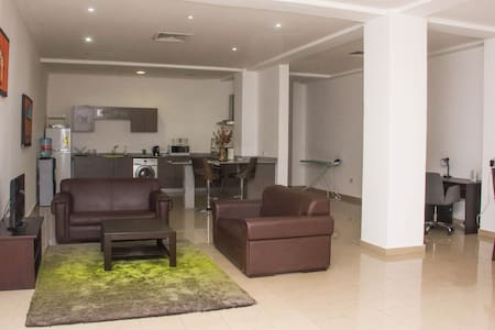 Accra : Lovely Double Ensuite in Shared Apartment with Pool & Gym (F8R1) - East Legon  - Wohnung