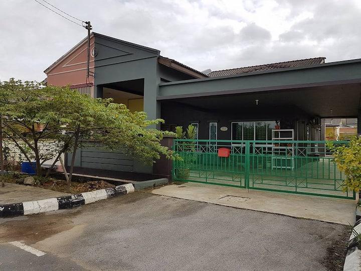 Entire home in Kota Samarahan