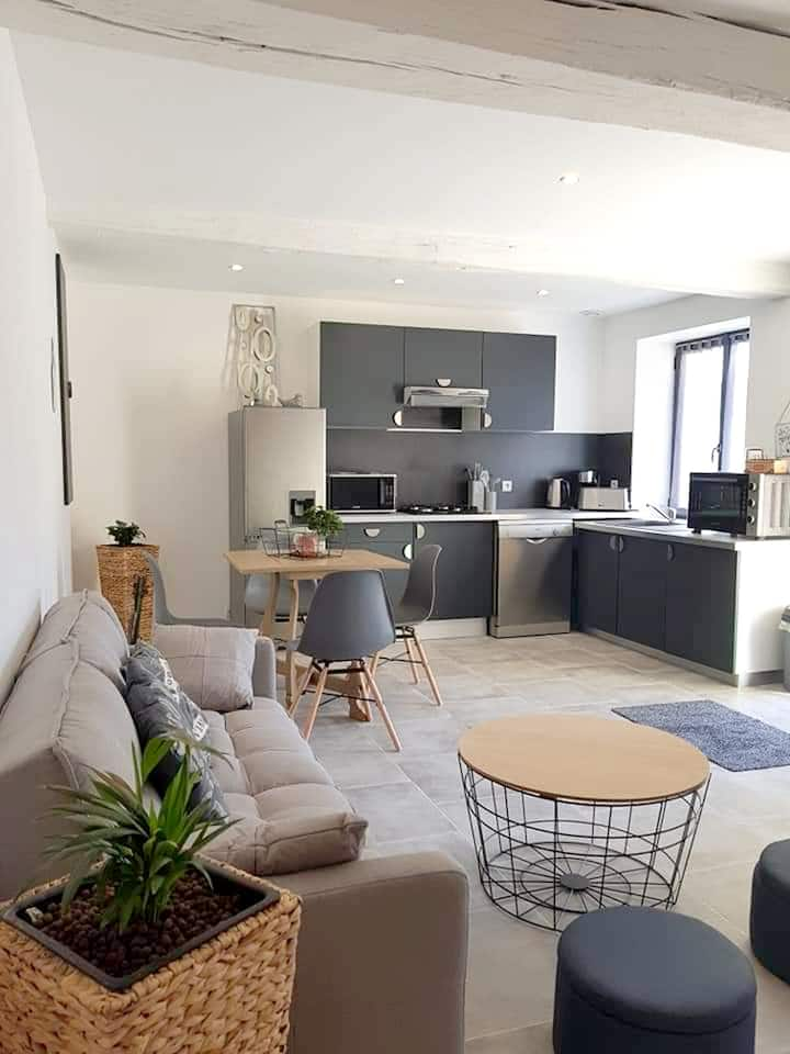 Apartment with one bedroom in Sainte-Geneviève-lès-Gasny, with enclosed garden and WiFi