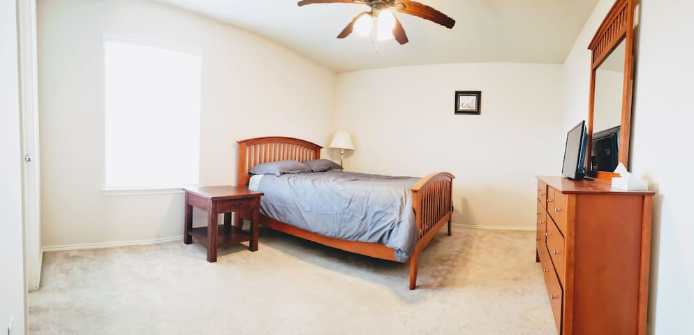 Private Room with Queen Bed and Chromecast TV