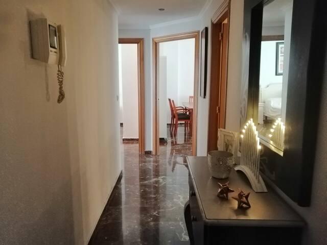 Habitación tranquila  individual con escritorio
