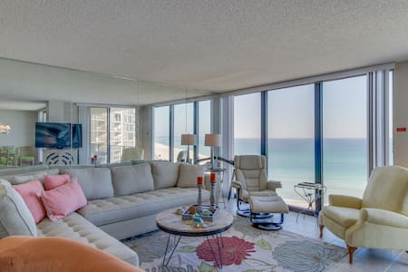 Beautiful, oceanfront home w/shared pool & hot tub - on-site golf and more!