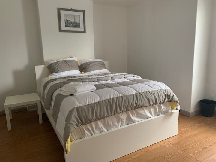 Nice Cosy & Comfy Rm close 2 downtown & all Uni 6