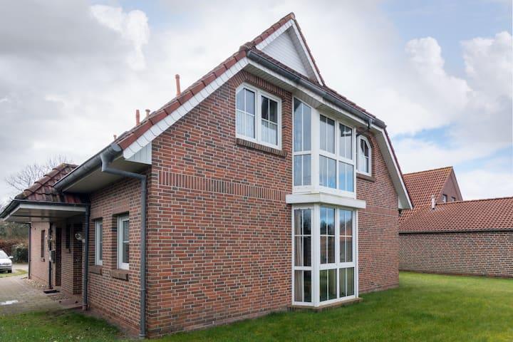 schöne Doppelhaushälfte in Norden - Norden - Casa