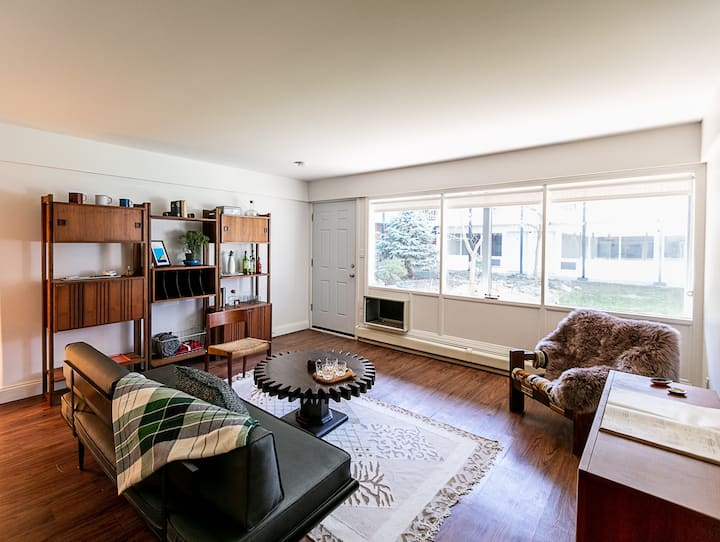Cozy & Modern Detroit Apartment with Parking