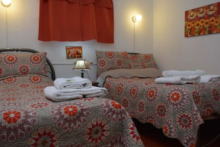 CARLOS -ROOM WITH TWIN BEDS -CUSCO