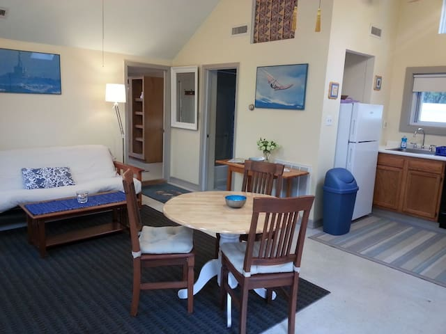 Clean,spacious cottage w central AC