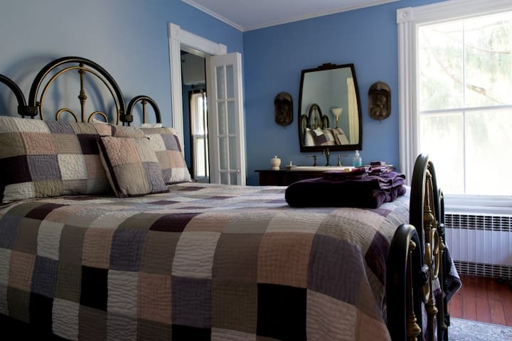 The Fox and Owl Inn: 'The Cove' - Port Jefferson - Bed & Breakfast