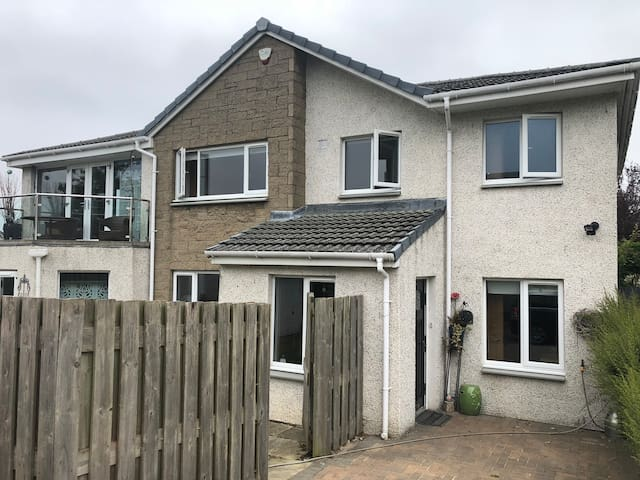 Near Edinburgh Airport Self Contained Annexe Ratho