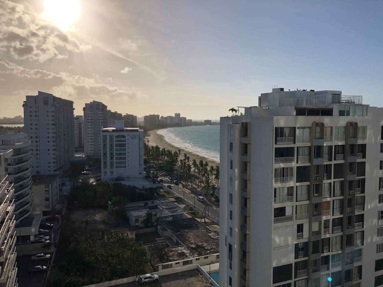 Studio apartment with a beautiful Ocean View, with a private entrance to the beach, 24/7 security, gym, parking, 30mb WiFi, and tons of near by restaurants, shops, CVS, Walgreens, hotels, bars, and more. This is the place to be in San Juan!