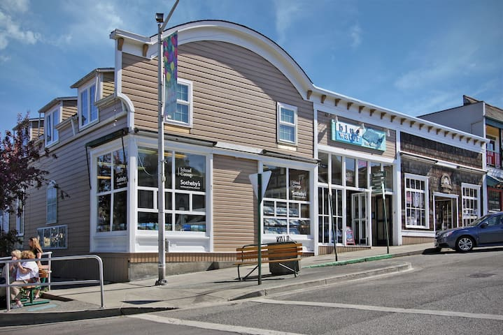 Harbor View Condo in the heart of Friday Harbor! - (Blue Water Suite)