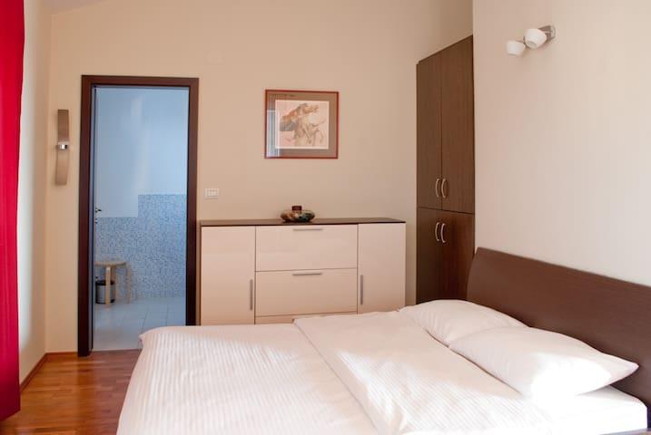 Penthouse apartment with a big pool near Pula - Peroj - Apartmen