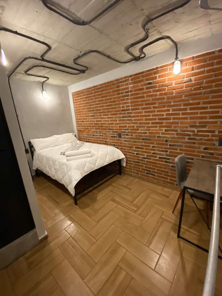Estancia cómoda en zona céntrica con baño privado