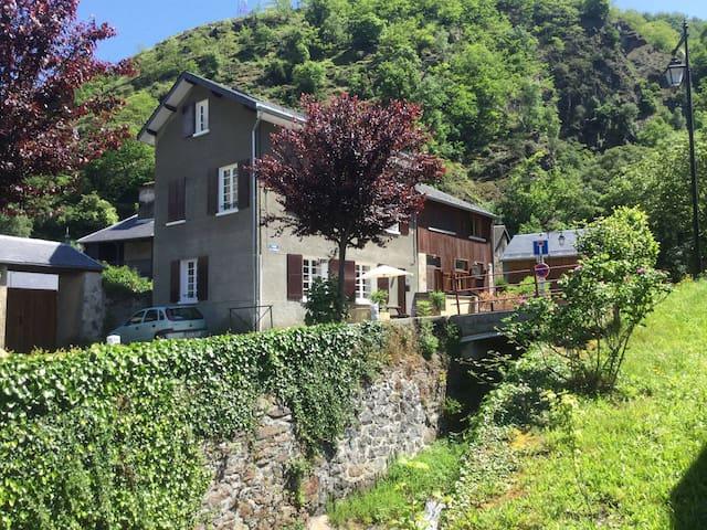 Se baigner au soleil des Pyrénées - Juzet-de-Luchon - Haus