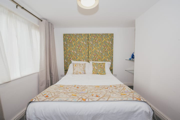 2 Bedrooms• FREE Wi-Fi• Parking on Premises•TV