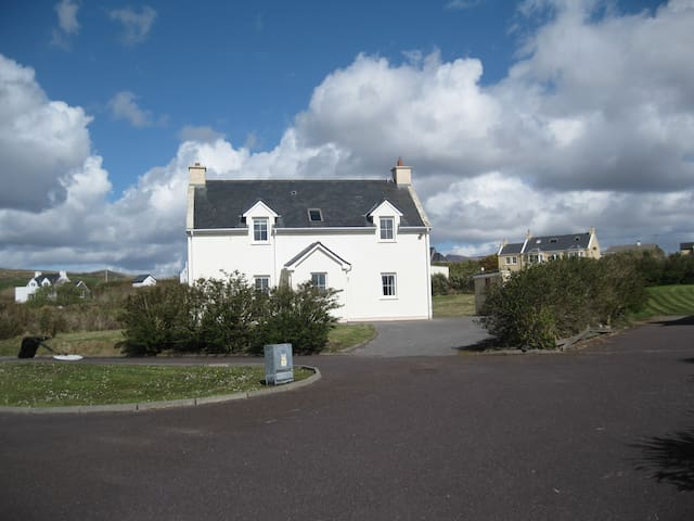 Waterville, Kerry  Beautiful 3-Bedroom Cottage