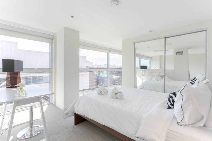Downtown Santa Monica *** Sleek Design One Bedroom Loft - 504
