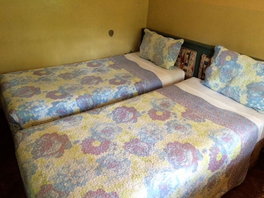 Tatenda safaris double bed breakfasts for rent in for Beds zimbabwe