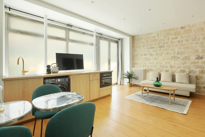 Luxury Apartment in Tour Eiffel - I