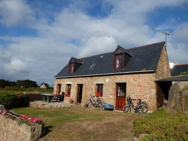 Maison de caractère  auprès du phare du PAON. - Île-de-Bréhat - House