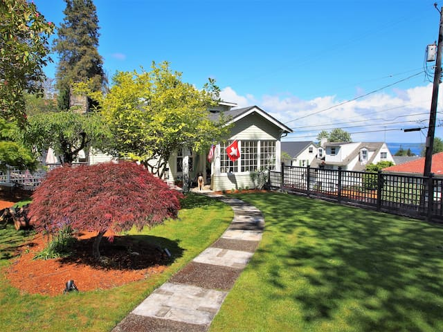 AnnecyBell Flat in Beautiful North End Tacoma
