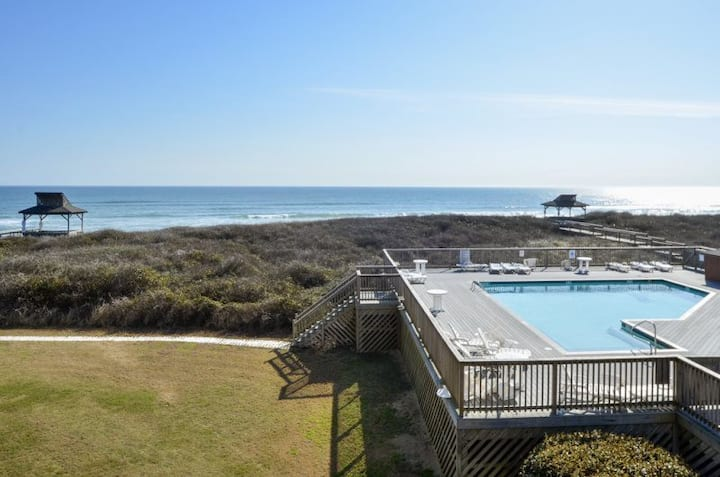 C206A Sun Sational Setting * Oceanfront * Community Pool