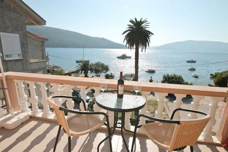 Apartment with cosy balcony, with great sea view - Kumbor