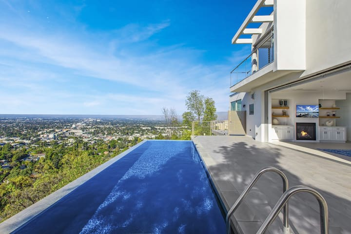 Newly Built Home with spectacular panoramic views!