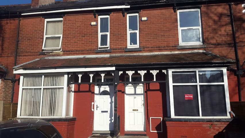 Twin/ Family room, children welcome - Manchester - Talo