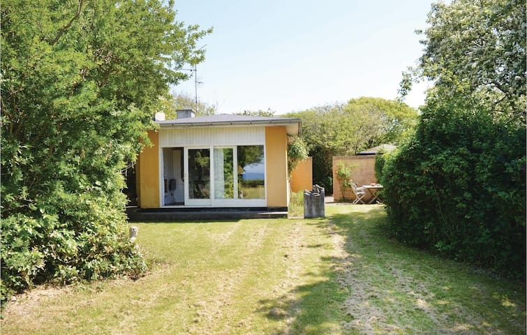 Holiday cottage with 2 bedrooms on 90m² in Tisvildeleje