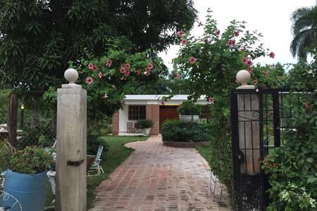 Con hermosa vista de JARDÍN - Santiago - Rumah