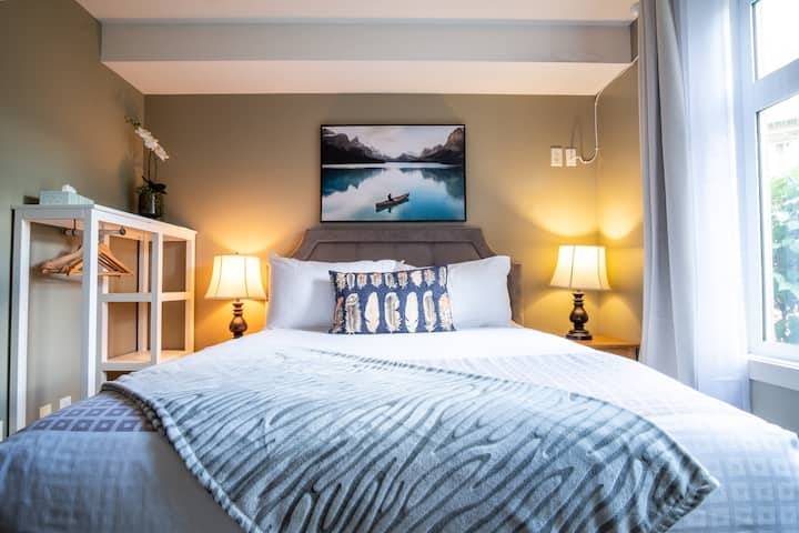 NEW! ★ Bright & Cozy Room in the Heart of Canmore★