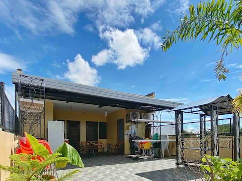 Entire Roofdeck - 2 rooms, swimming pool, wifi