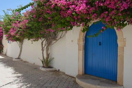 Houch au cœur du plus beau village Djerbien - Medinine - บ้าน