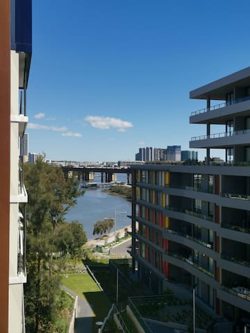 new apt, near ferry, station, shopping, water view