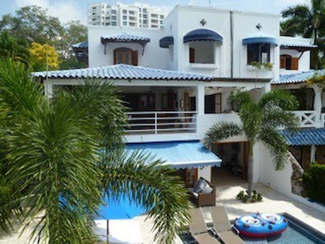 Large and Beautiful Ocean Front House with pool - Rio Hato - Huis