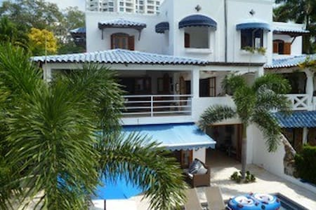 Large and Beautiful Ocean Front House with pool - Rio Hato