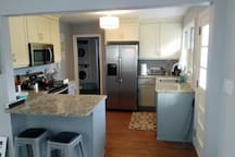 SS appliances, granite counters