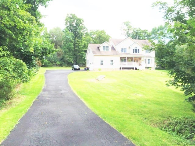 HOUSE WITH WATER CREEKS IN HUDSON VALLEY 4 - Poughkeepsie - Hus