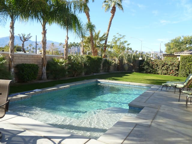 Great House with Gorgeous Tropical Yard and Pool - Indio - Casa