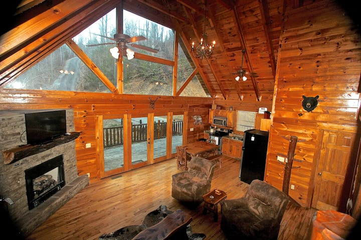 Luxury Cabin, Privacy, Hot Tub, Pool Table - Sevierville - Skáli