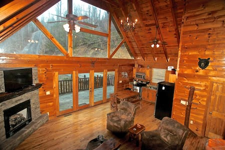 Luxury Cabin, Privacy, Hot Tub, Pool Table - Sevierville - 통나무집