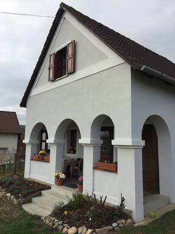 Balaton Felvidèki Hangulat - Pécsely - Ev